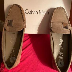 Calvin Klein tan Loafers!!